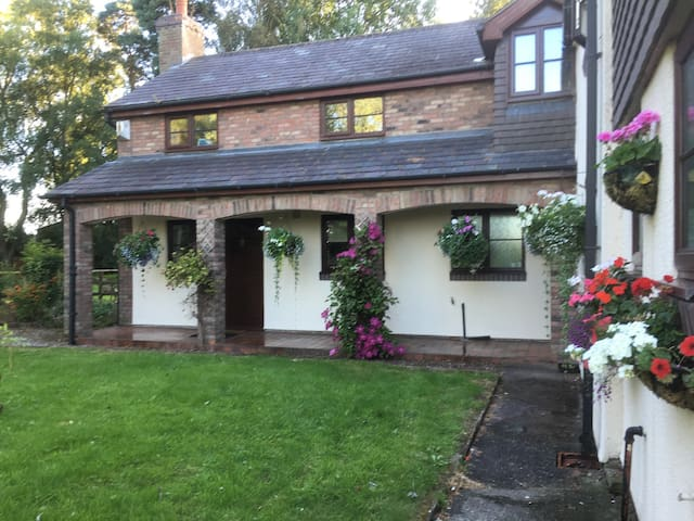 Quite Rural Self Contained Annexe - Cheshire East - Leilighet