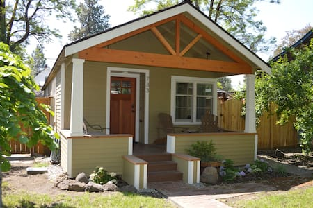 The Modern Mill Cottage: Heart of Downtown Bend