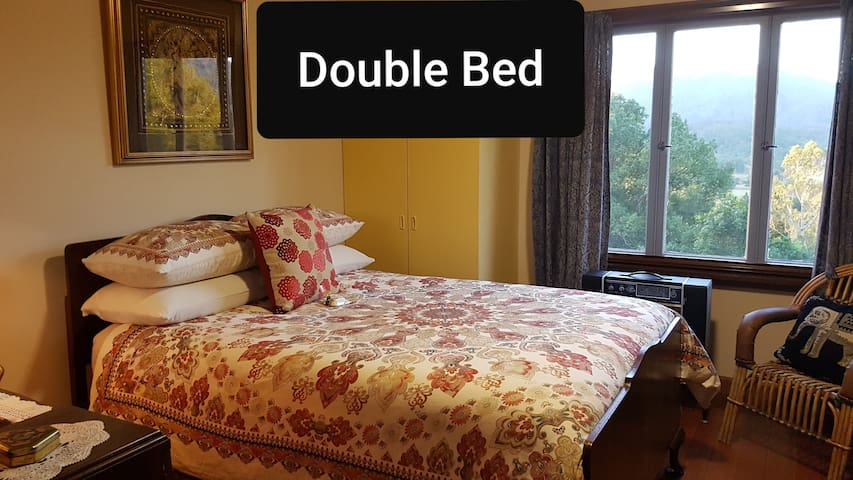 The HERITAGE ROOM has a very comfortable DOUBLE BED fitted with mattress protector, electric blanket, mattress topper, blanket & doona. Your  room is also accessorised with a heater, ceiling fan/light, TV/DVD, insect screen & bed lamp.