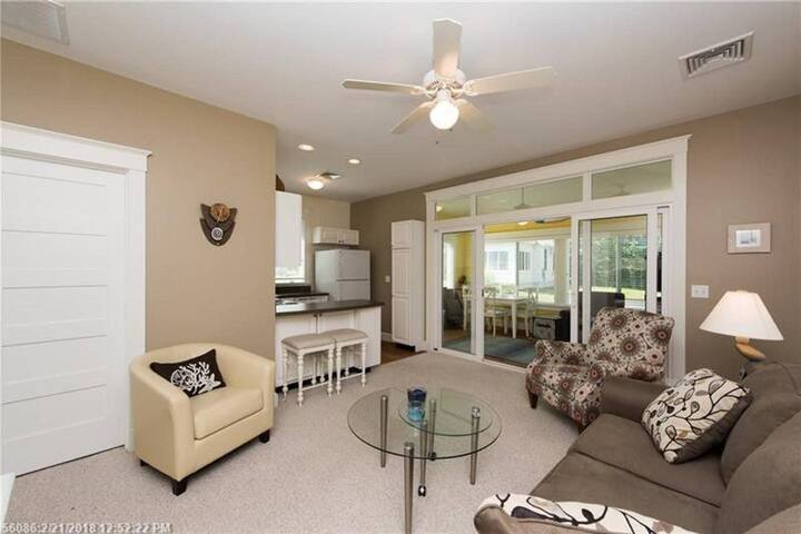 Cottage 404 Two Bedroom, One bathroom cottage next to Clubhouse & Pools, Includes golf cart!