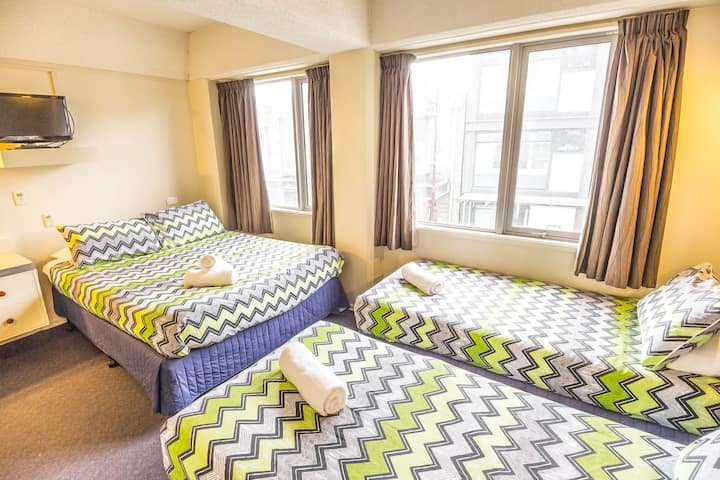 Lakeview Double + 2 Single Ensuite - YHA Queenstown Central