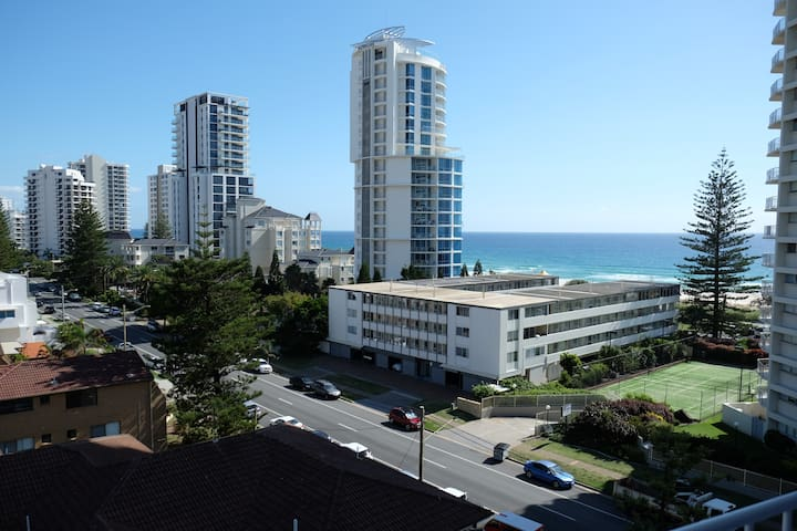 Large two bedroom apartment on Broadbeach - Broadbeach - Appartement