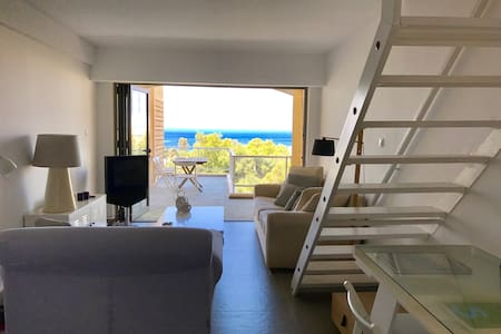 Sweet, modern, great sea&sunset views Athens coast