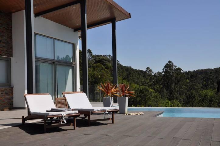 Luxe 4 pers Bungalow met zwembad - Cela