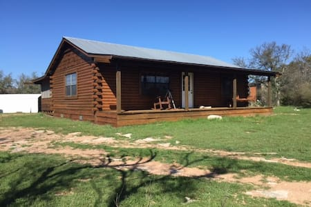 Picturesque Ranch Cabin Near State Park