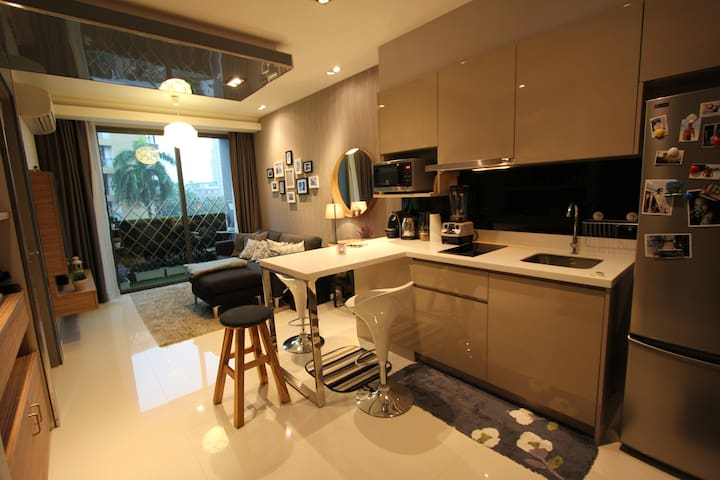 Warm & Design 1BR Apt Center Bangkok ASOKE - Bangkok - Apartamento