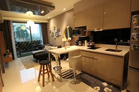 Warm & Design 1BR Apt Center Bangkok ASOKE - Bangkok - Leilighet