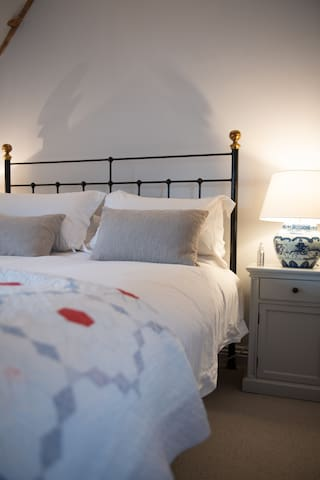 Barton Cottage Bed & Breakfast - The Blue Room