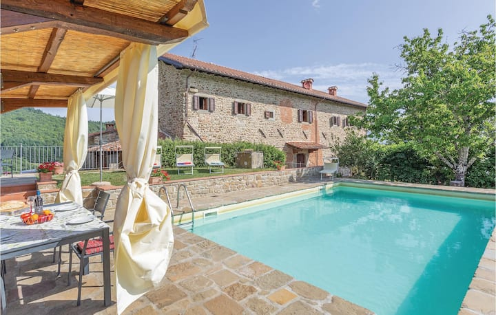 Holiday apartment with 4 bedrooms on 320m² in Ortignano Alto Ar