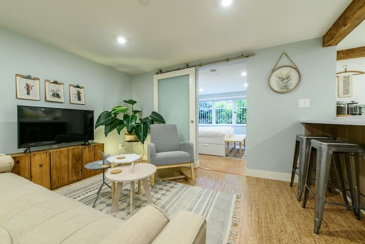 Stylish and Modern 2Bed West End Suite!
