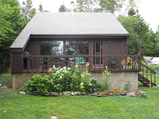 2 Bdrm All-Pine Chalet on Lake