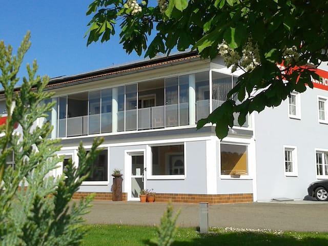 135 qm große, gemütliche Wohnung mit Wintergarten