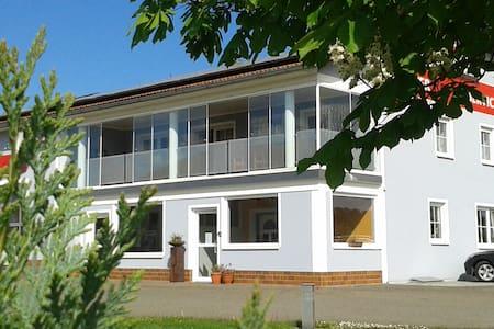 135 qm große, gemütliche Wohnung mit Wintergarten - Tännesberg