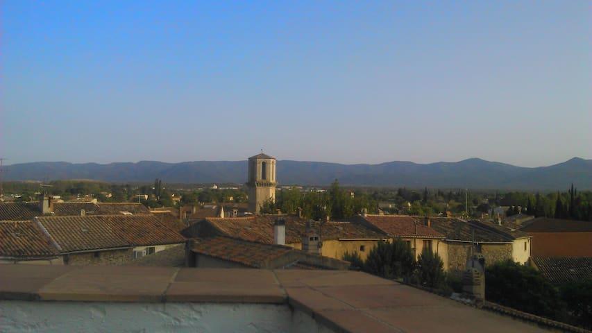 南フランスはプロヴァンス地方、Le Lucの眺めのいいテラス付きの家