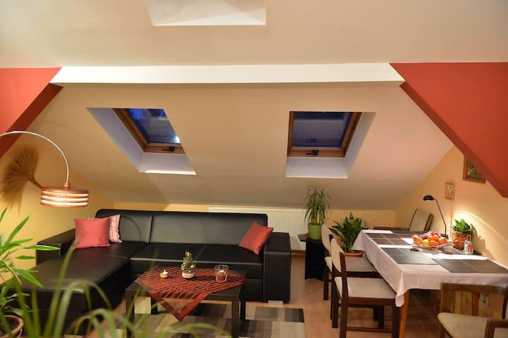 Sopron Eszter Apartman - Sopron - Casa