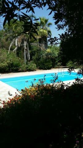 Incantevole villa con piscina marina di Pulsano - Provincia di Taranto