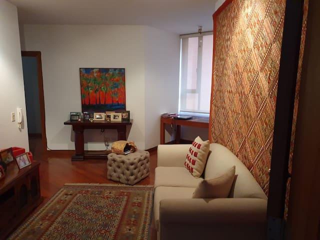 En el mejor sector de Quito amplia habitación