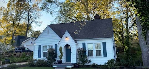Adorable City Home- 2 Beds/ 2 Baths/ Workout Room