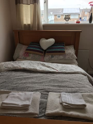 Lovely Modern Double Room - Stoke-on-Trent - House