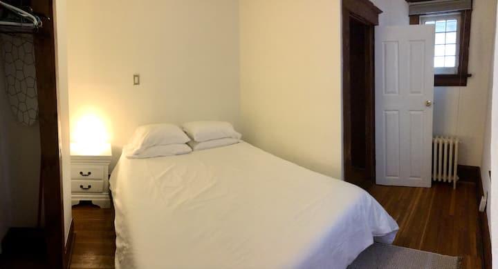 🌳🌲Cozy 1 Bedroom - High Park🌲🌳