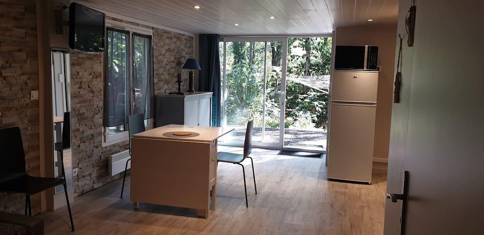 Studio dans propriété calme et  boisé