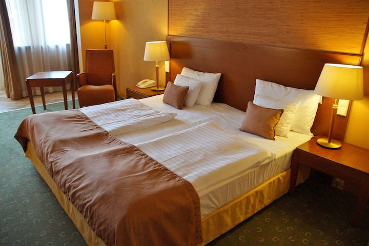 Hotel&Restaurant Post Prienbach (Stubenberg), Doppelzimmer mit Schreibtisch und Sitzmöglichkeit