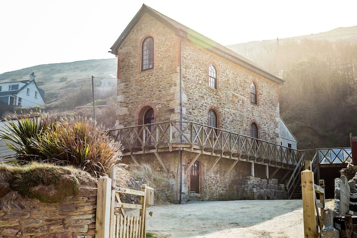 Unique Beachside Listed Cornish Engine House - Porthtowan - Casa