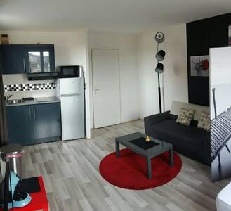 Beau Studio proche gare pking priv - Creil - Apartment