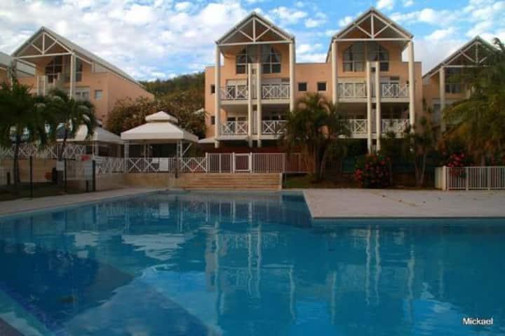 Spacieux T3 dans résidence arborée avec piscine