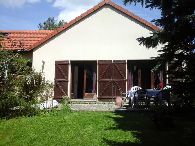 Aux portes de Belfort avec jardin - Cravanche - Bed & Breakfast