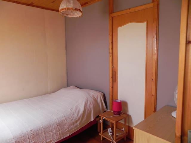 Chambre 1 (Lit en 120cm)