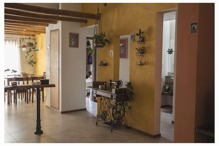 Hermosa habitación en casa con excelente ubicación - 科尔多瓦 - 独立屋