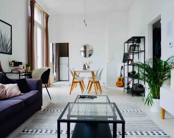 Charming and bright apartment in trendy area