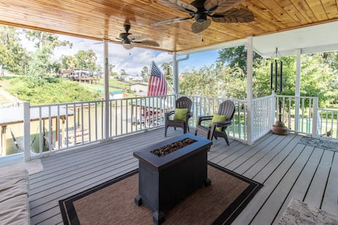 RELAXING PET FRIENDLY HOME W/BOAT HOUSE AND KAYAKS
