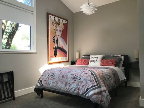 Modern, Spacious Guest Suite with Separate Entry