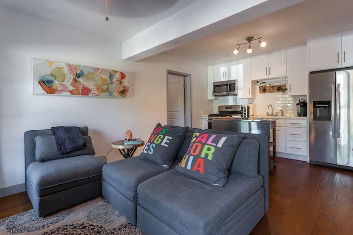 美丽舒适的西班牙式一居室带独立卫生间--走路到好莱坞星光大道,开车5分钟到环球影城