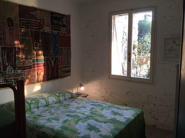 La camera Verde 1 Letto Matrimoniale + 1 Letto a Castello