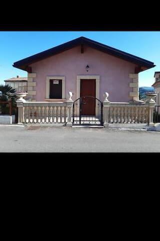 Casa vacanza nel centro storico di Montegiordano
