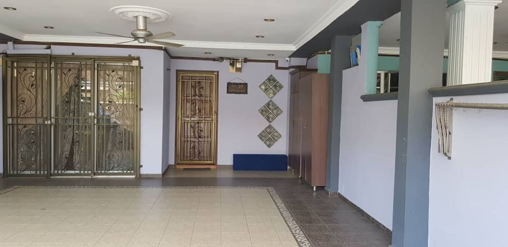 Kinrara HomeStay right at the Heart of Puchong