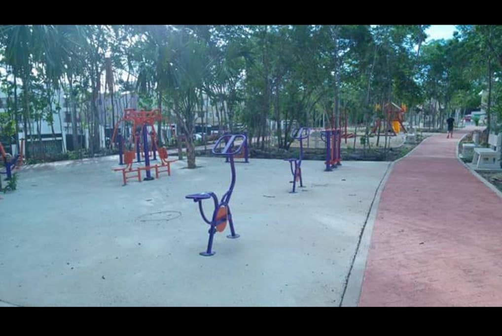 Juegos infantiles y area de recreación