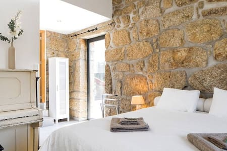 Spacious (tower)room in renovated old farmhouse - Tondela - Apartamento