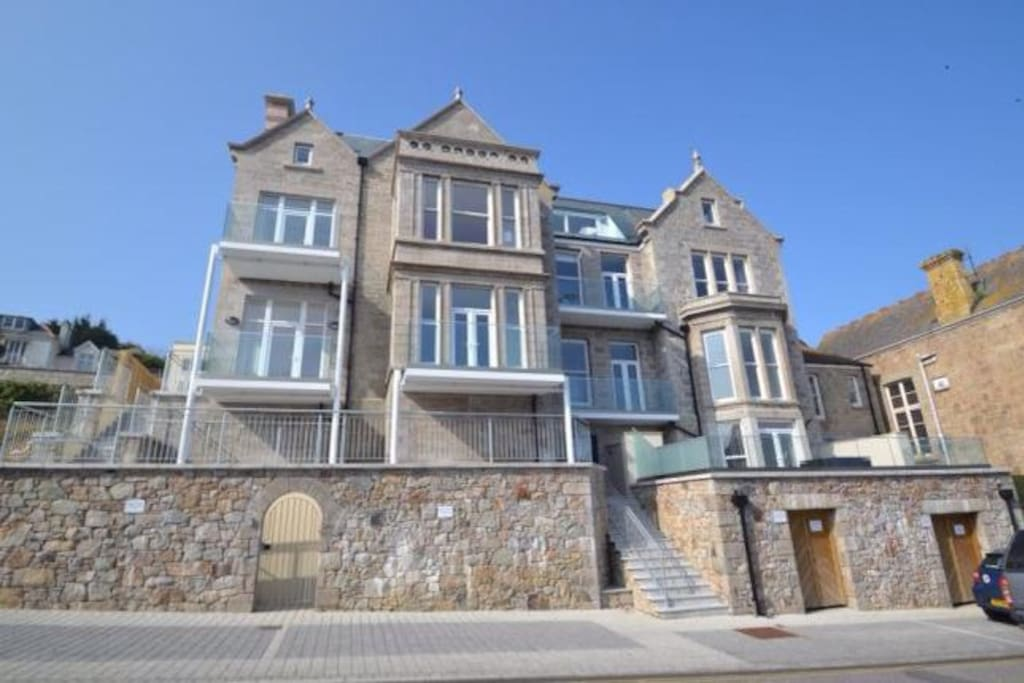 Chy an Porth Manor is an imposing historic granite building with off road parking in front