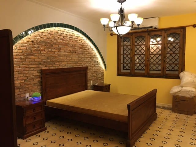 Elegant Indochine Apt- minutes walk from downtown - Ho Chi Minh City - Apartment