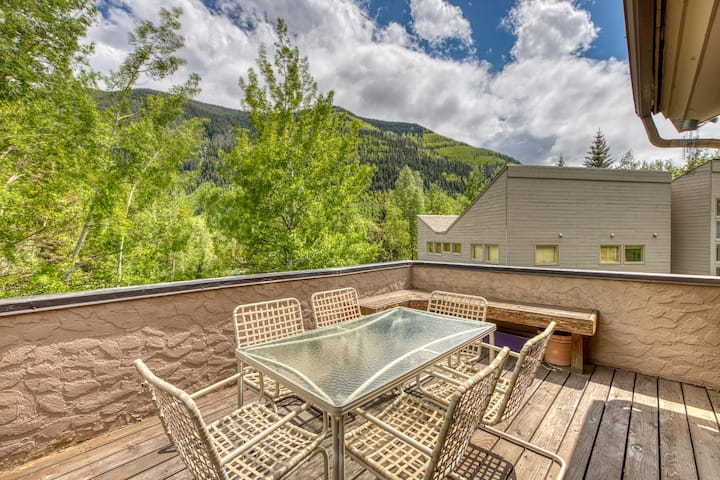 Secluded valley home w/ private balcony, grill, shared tennis - close to trails!