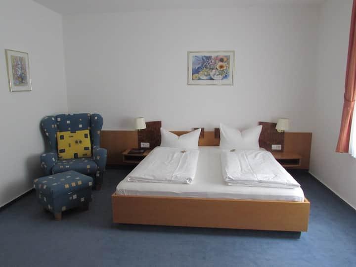 Ratsstube, (Sinsheim), Doppelzimmer Superior mit Dusche und WC