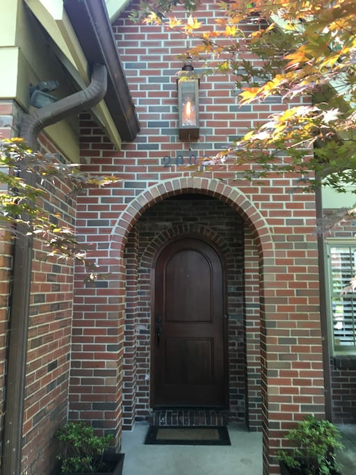 close to downtown! Close to Vandy! Location, Location, Location