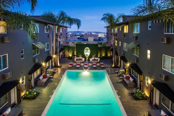 Sunset Boulevard King Suite