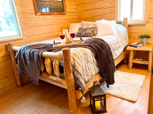 The Caribou Room: Downstairs bedroom—handcrafted log furniture and 1000+ thread count sheets.