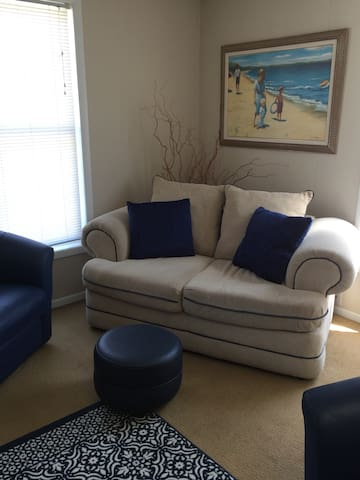 Location is everything - In Town - Petoskey - Apartment