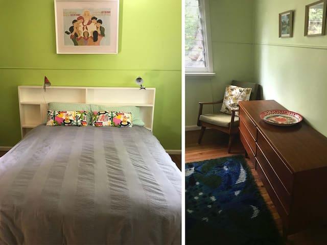 Bedroom, queen